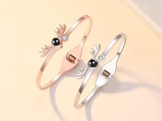 عکس دستبند زنانه دوستت دارم به صد زبان دنیا طرح شاخ گوزن خاکستری 10073 - انواع مدل دستبند زنانه دوستت دارم به صد زبان دنیا طرح شاخ گوزن خاکستری 10073